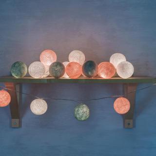 Светодиодная гирлянда На пуантах из нитяных шариков