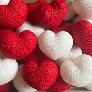 Светодиодная гирлянда Сердечки из ниток красно-белые